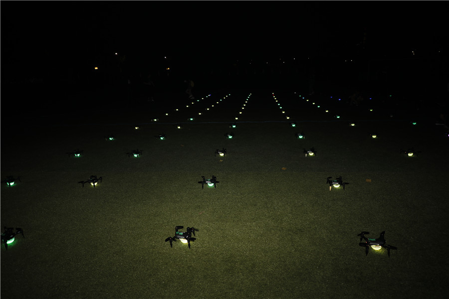 酷炫!南航大校友携300架无人机告白母校 新闻动态-飞翔通航(北京)服务有限责任公司